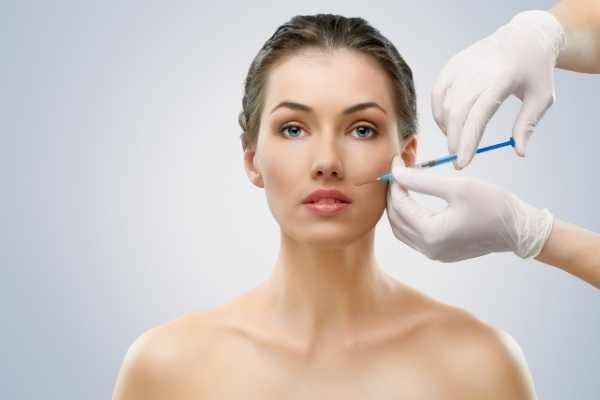 yüz yağ enjeksiyonu uygulanması