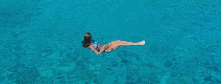 göğüs estetiğinden sonra denize girme